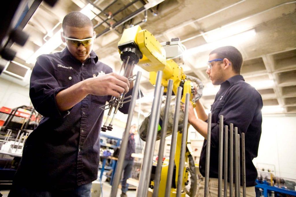 xuất khẩu lao động Canada có bằng đại học