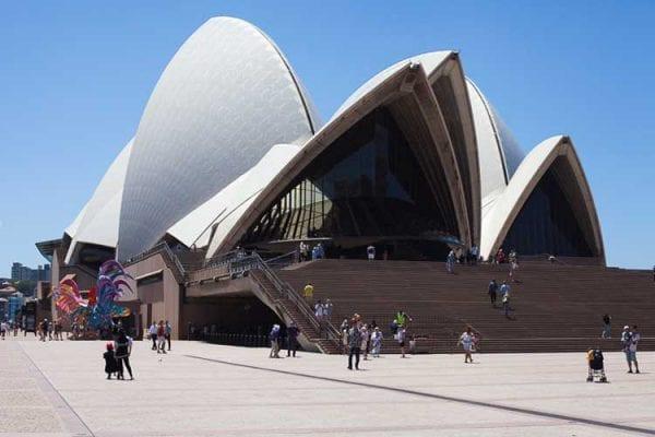 Tại sao tuyển lao động Úc luôn thu hút nhiều người tham gia?