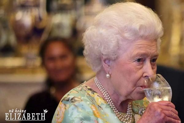 elizabeth ii, nữ hoàng elizabeth, queen elizabeth, nữ hoàng anh, elizabeth đệ nhị, nữ hoàng elizabeth ii, nu hoang anh, nữ hoàng elizabeth đệ nhị, nữ hoàng anh elizabeth 2, queen elizabeth 2, quyền lực của nữ hoàng anh, nu hoang elizabeth 2, tại sao nước anh vẫn còn hoàng gia, elizabeth 2, nữ hoàng elizabeth thời trẻ